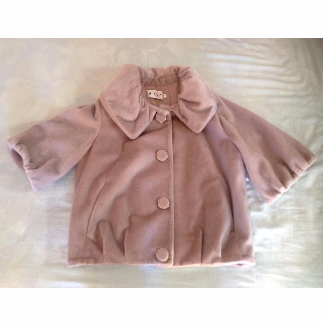 Short--sleeve coat