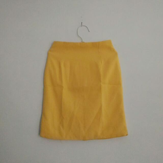 yellow skirt pendek