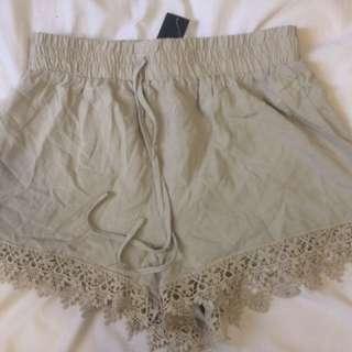 Cute Beige Lace-design Shorts