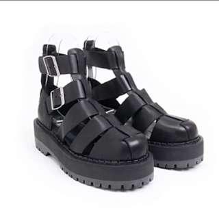 便宜轉售VII&CO 黑色真皮厚膠底羅馬涼鞋 黑暗系必備 厚底涼鞋