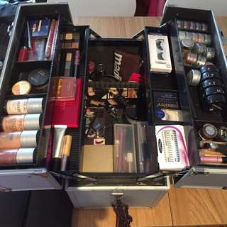 Makeup case And Makeup