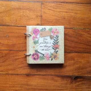 Papemelroti Ring Scrapbook