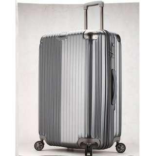 新貨到~~很好嚕的行李箱  現在特價1700起喔