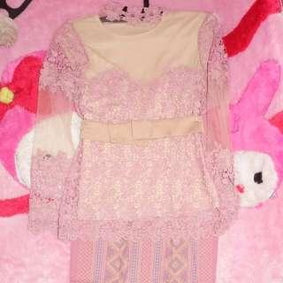 Kebaya brukat prada ld : 80cm plengan: 53cm dan rok batik bali lpinggul: 90 pinggang karet  baru dipake sekali saat wisuda