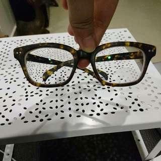 Pair Of Trendy Classy Tortoiseshell Spectacles Glasses Frames With 5.5 Degrees Myopic Lens