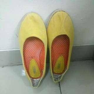 PRELOVED Sepatu Kanvas Wanita Parachute