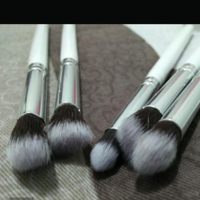 5 White Make Up Brushes