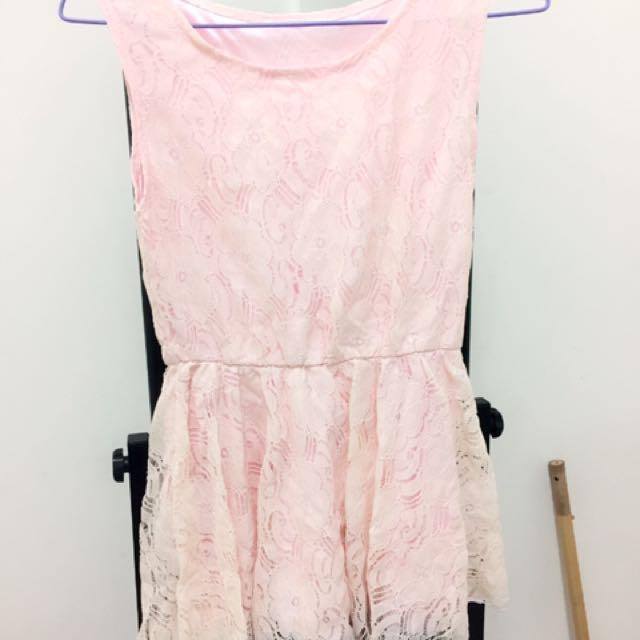 粉色蕾絲洋裝