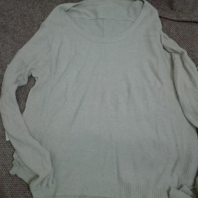 beige loose sweat shirt