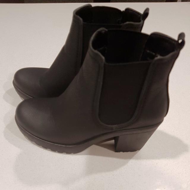 **HOT PRICE** Black Boohoo Boots