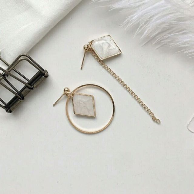 Calista Earing (white)