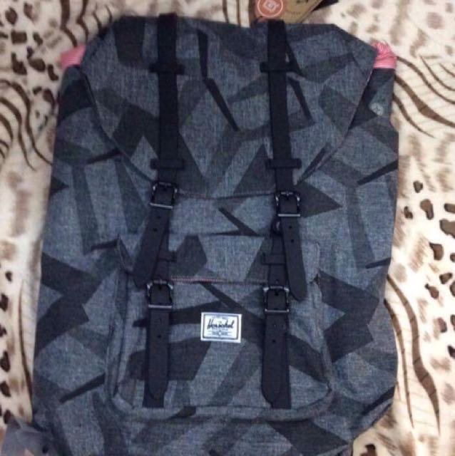 Herschel 25L Authentic