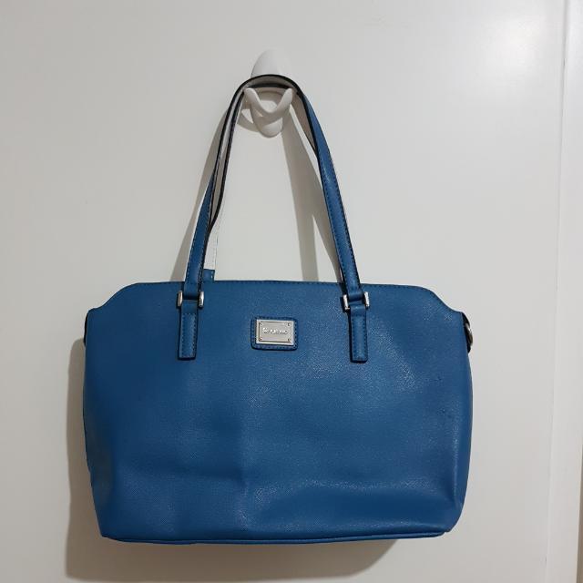 Les Catino Shoulder Bag