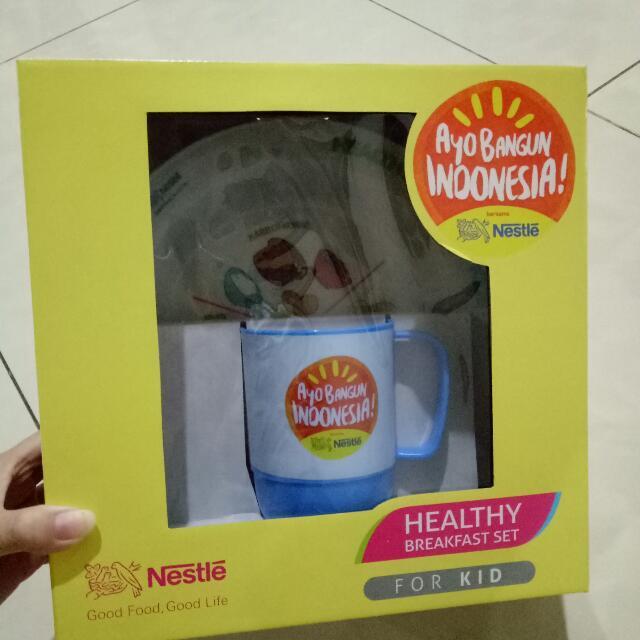 Piring Dan Gelas Plastik Dari Nestle