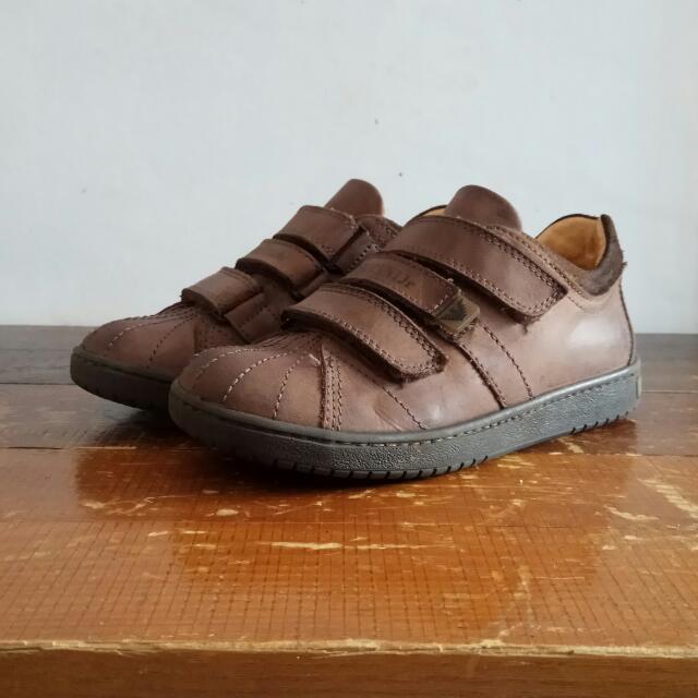 Sepatu Armani Jr