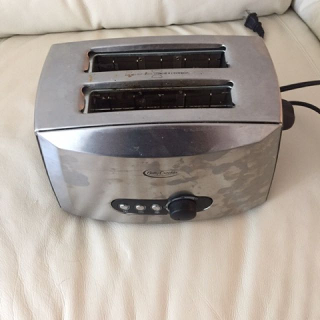 Silver Betty Crocker 2 sliced bread toaster