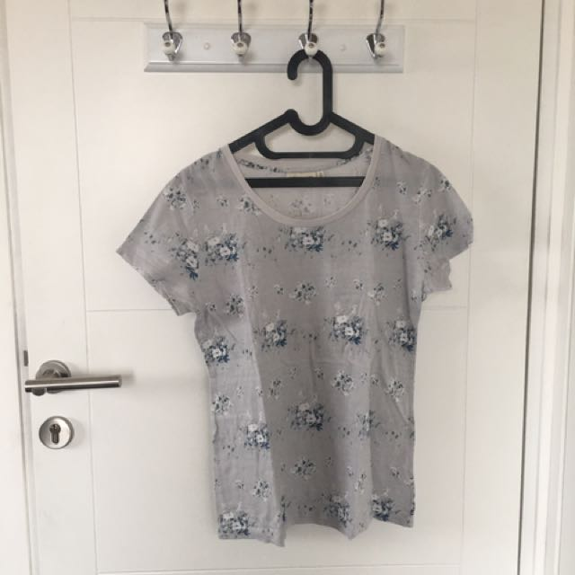 UNIQLO BLUE FLORAL TEE