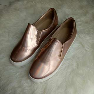 (NEW) Hologram Shoes Rosegold - Size 37 Colorbox