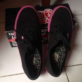 vans authentic black and pink