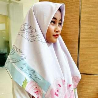 print scarf Queen Khadijah