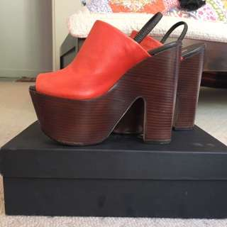 Report Signature Heels