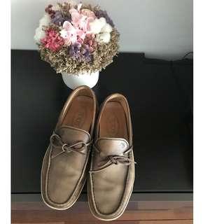【保證真品】義大利知名品牌TOD's咖啡色仿舊真皮豆豆鞋