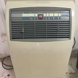 Very New Good Condition. SPLENDID Air Conditioner 1400BTU