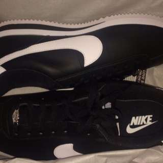 BRAND NEW!! Black & White Cortez