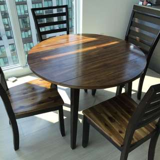 Expandable Dining table with 4 chairs