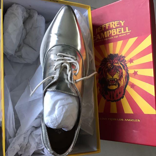 銀色尖頭鞋