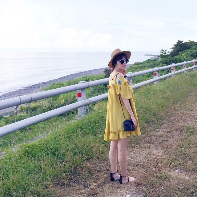 ✌🏻️私服-近全新二手平口肩帶球球流蘇傘擺洋裝#韓妞 #甜美 #小清新 #ajpeace #韓版 #渡假洋裝