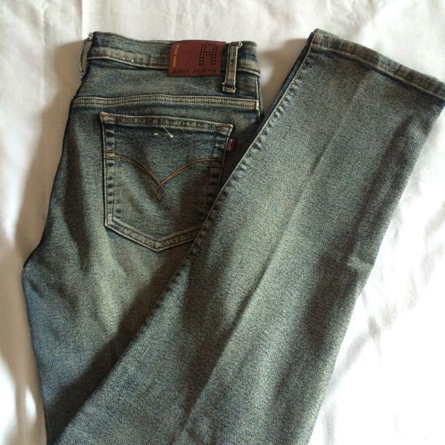 Ako Jeans