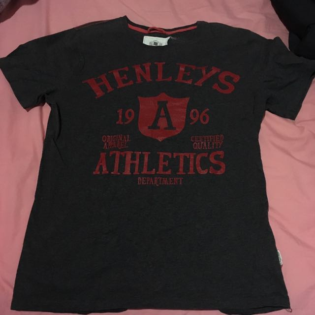 Authentic Henleys Tee Size M Black Red