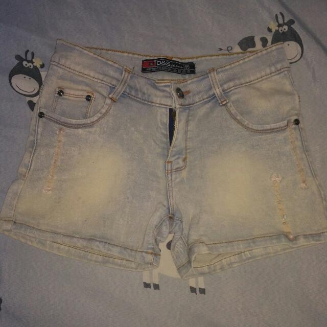 celana pendek levis(abu muda)