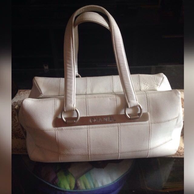 Chanel White Leather Hand Bag