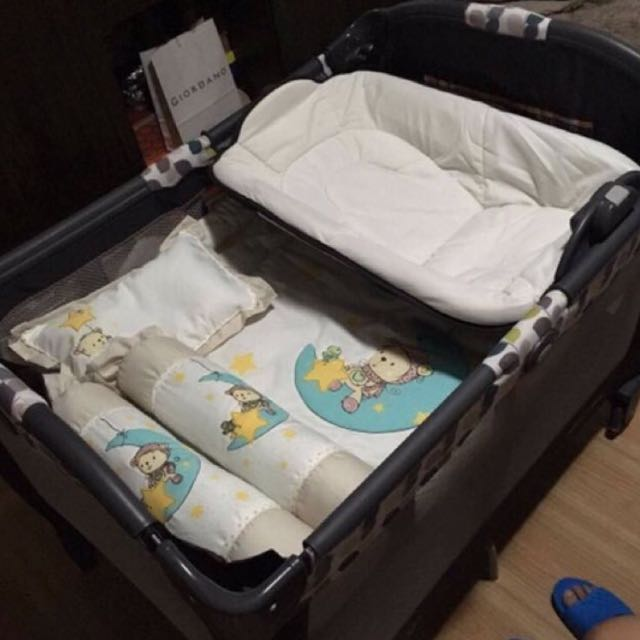 Graco PacknPlay Playard With Reversible Napper & Changer