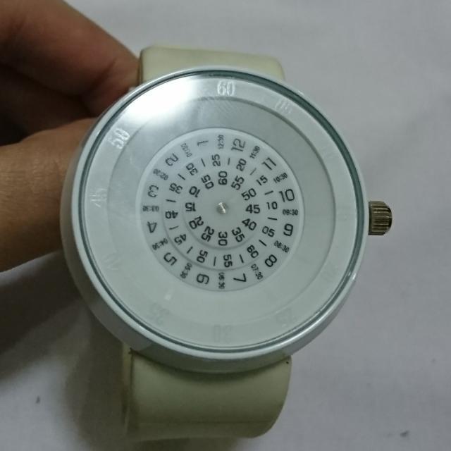 jam tangan unik putih