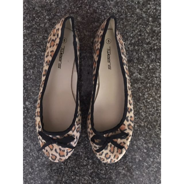 Leopard print flat shoes.