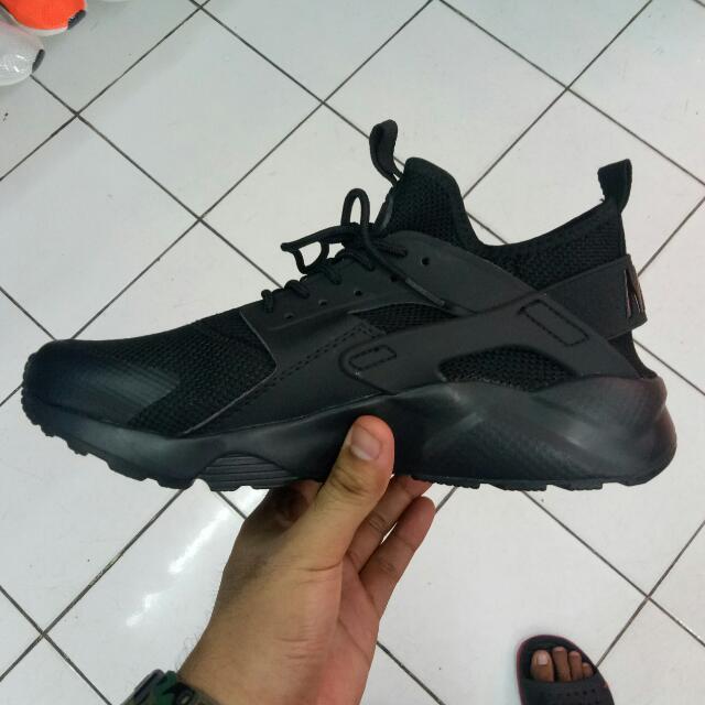 pretty nice 96f68 ce5b8 Nike Huarache Ultra V2 on Carousell