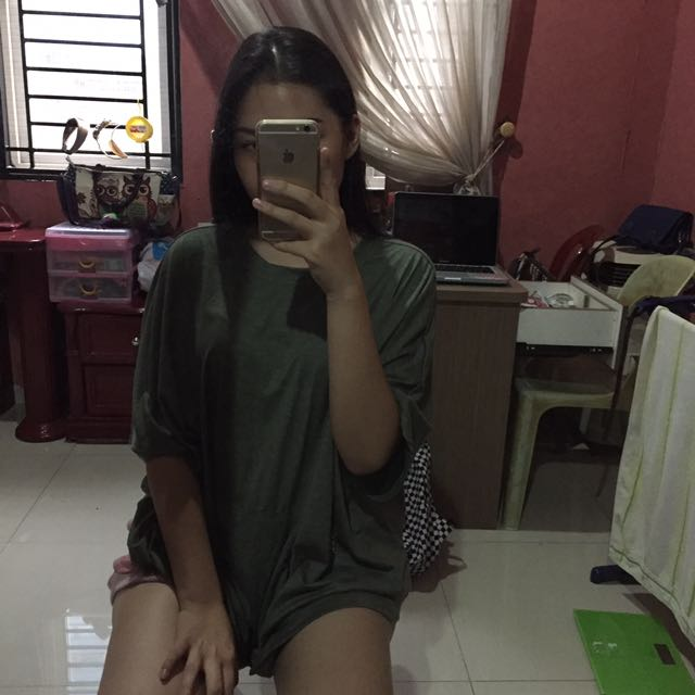 oversized graphis top