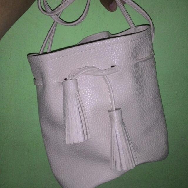 Preloved Bucket Bag Tassel Miniso Tas Serut Second