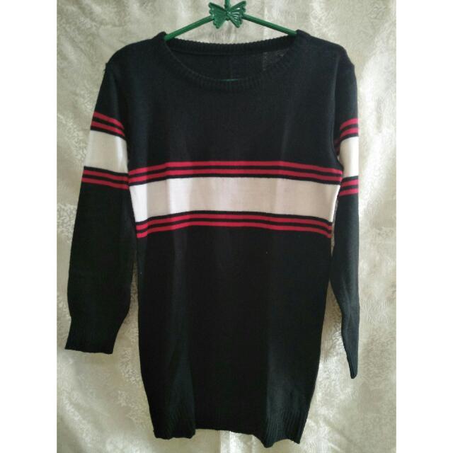 Sweater Hitam Strips