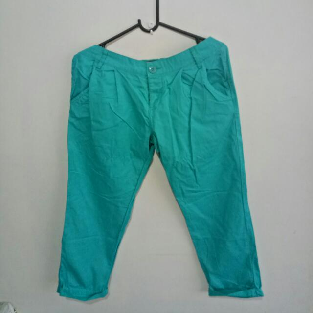 Terranova Trousers (below the knee) Size: 30-32 (Medium)