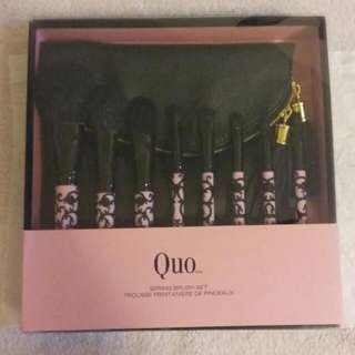 BRAND NEW Quo - Full Spring Brush Set W/Makeup Bag