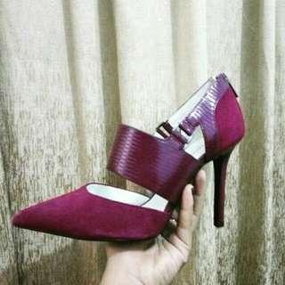 Sepatu PEDRO Merah Bludru