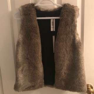 Aritzia - Talula faux fur vest