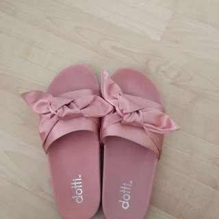 Dotti Slippers Size 8