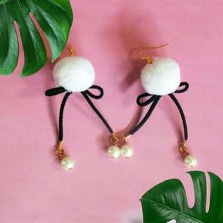 Pompom earrings / pom pom earrings