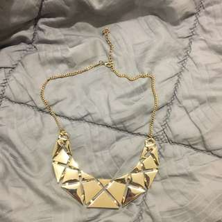 Gold-coloures Statement Necklace
