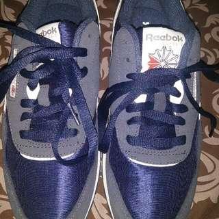 Sepatu Reebok Clasik